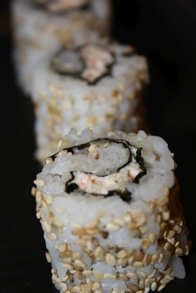 Inside-out sushi med surimi-mousse