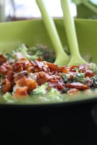 Dejlig broccoli – og baconsalat