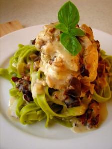 Kyllingeruller med svampesauce og frisk pasta