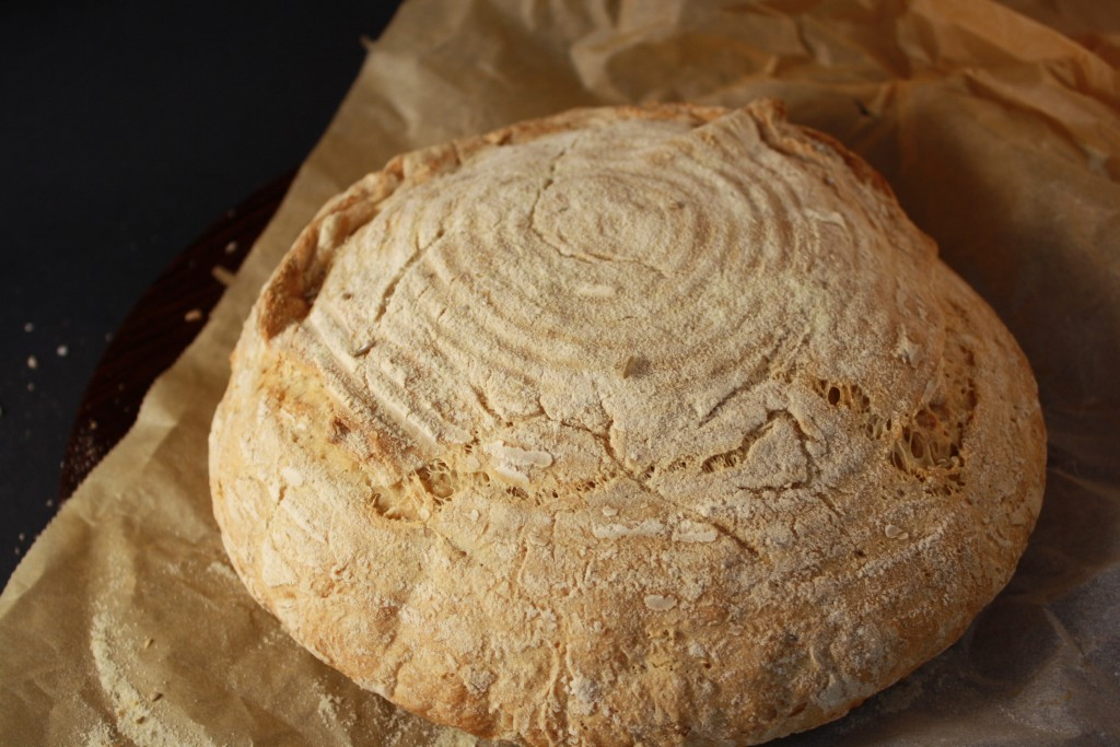 Brød hævet i kurv