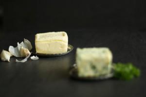 Hjemmelavet hvidløgssmør og kryddersmør