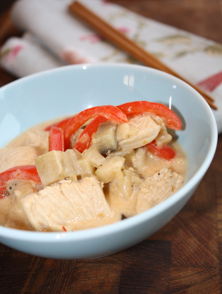 Thai-inspireret risret med kylling