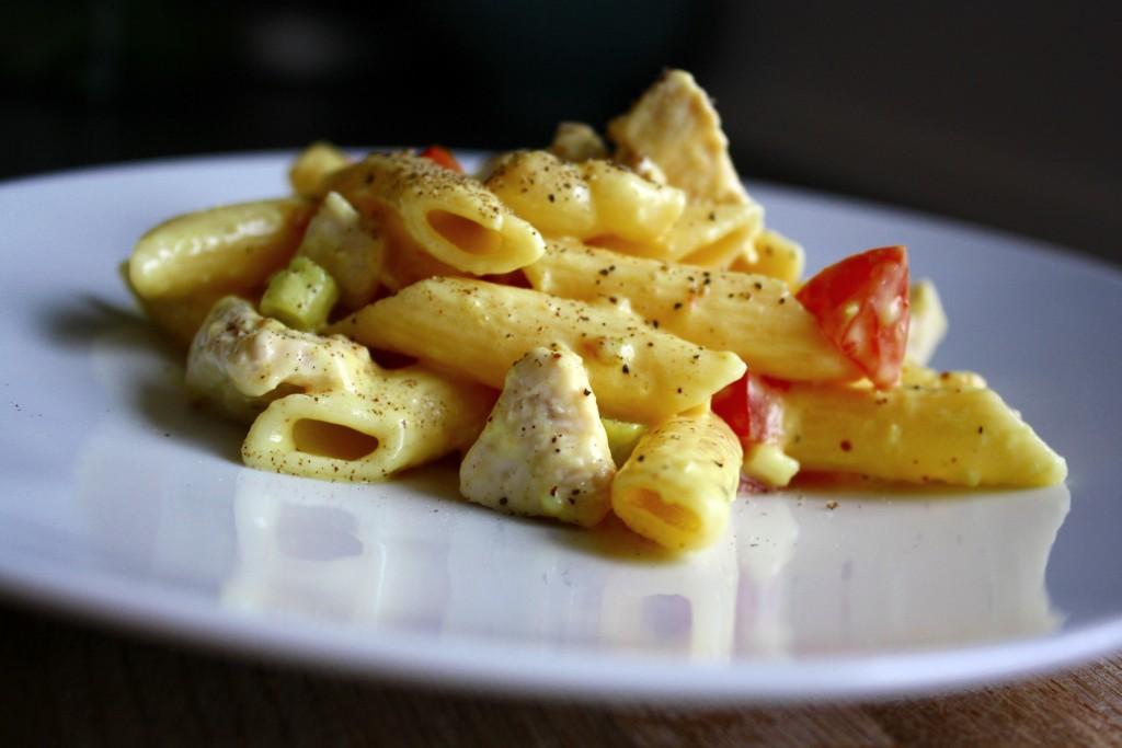 pastasalat med kylling og karrydressing