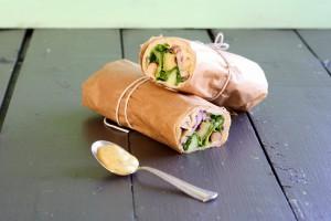 Wraps med kylling og hjemmelavet karrydressing