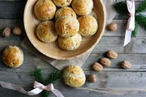 Juleboller med valnødder og figen