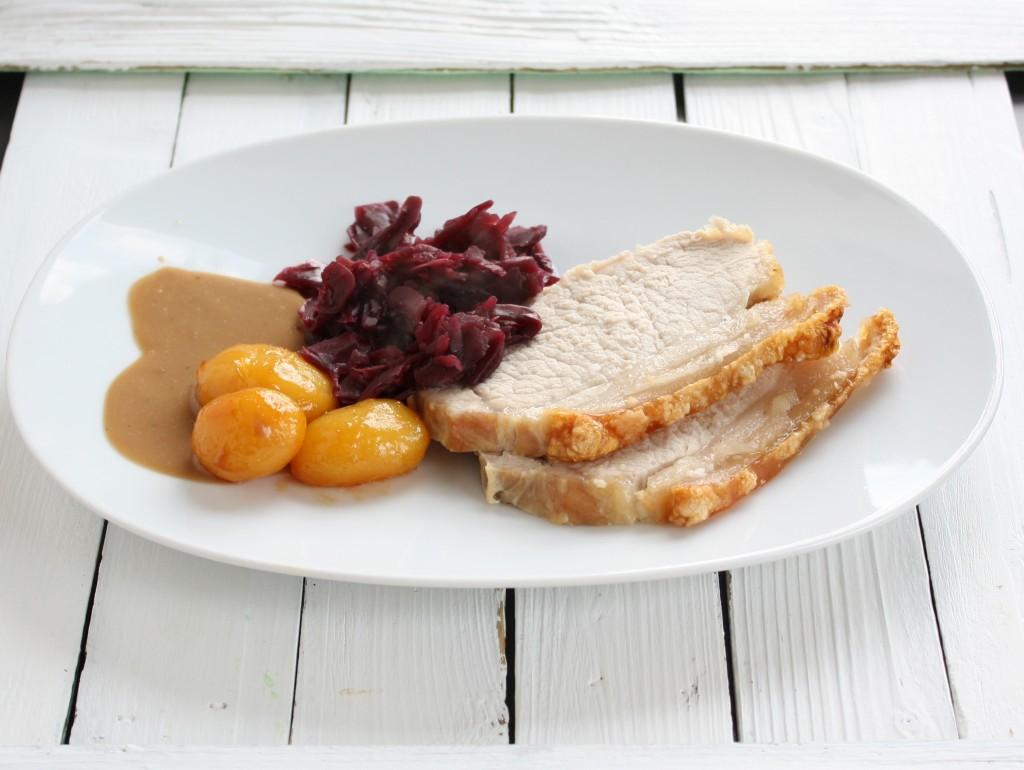 Kamsteg, brune kartofler og rødkål ♥ jegelskermad.dk